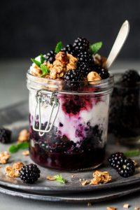 granola pots breakfast blackberries
